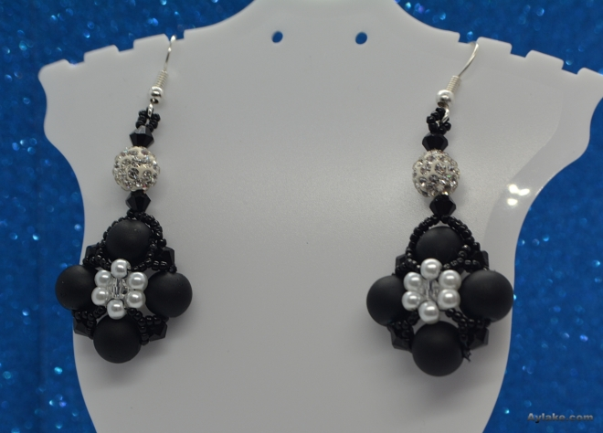 Daisy Flowers On The Pearls Who Doesnt Love Beaded Jewelry Aylake12