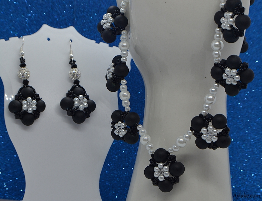 Daisy Flowers On The Pearls Who Doesnt Love Beaded Jewelry Aylake25