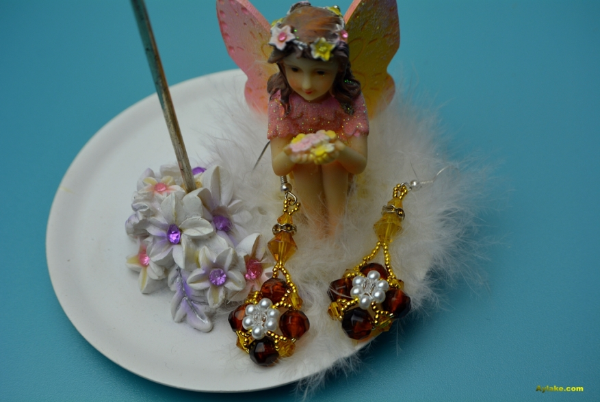 Daisy Flowers On The Pearls Who Doesnt Love Beaded Jewelry Aylake7