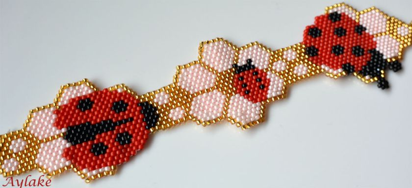 Ladybirds-And-Berry-Blossoms-Brings-Love-And-Joy-For-Everyone-Peyote-Bracelet-Tutorial-Aylake-1