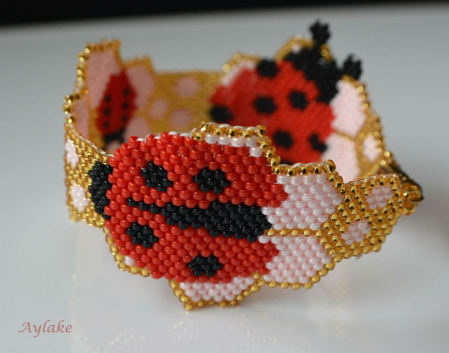 Ladybirds-And-Berry-Blossoms-Brings-Love-And-Joy-For-Everyone-Peyote-Bracelet-Tutorial-Aylake-2