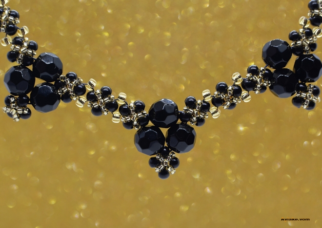 Lara-Fall-In-Love-With-Charming-Pearls-That-You-Can-Make-At-Home-Black-Gold-Necklace-Tutorial-Aylake-7