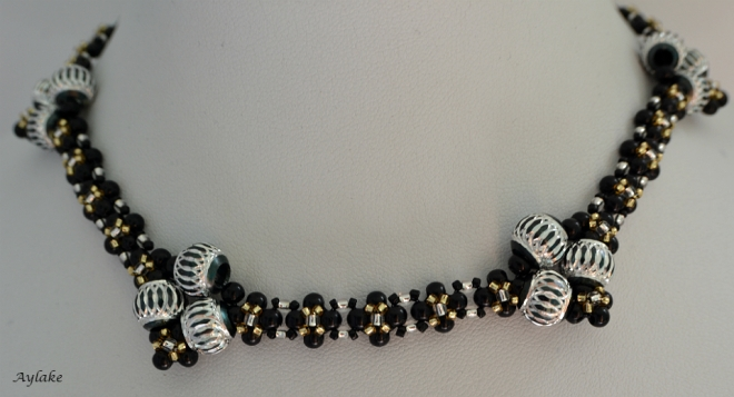 Lara-Fall-In-Love-With-Charming-Pearls-That-You-Can-Make-At-Home-Black-Necklace-Tutorial-Aylake-3