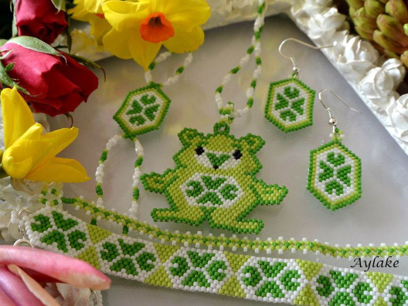 The-Endless-Spring-Charm-I'm-Not-Lucky-I'm-Blessed-Jewelry-Peyote-Tutorial-Aylake-2