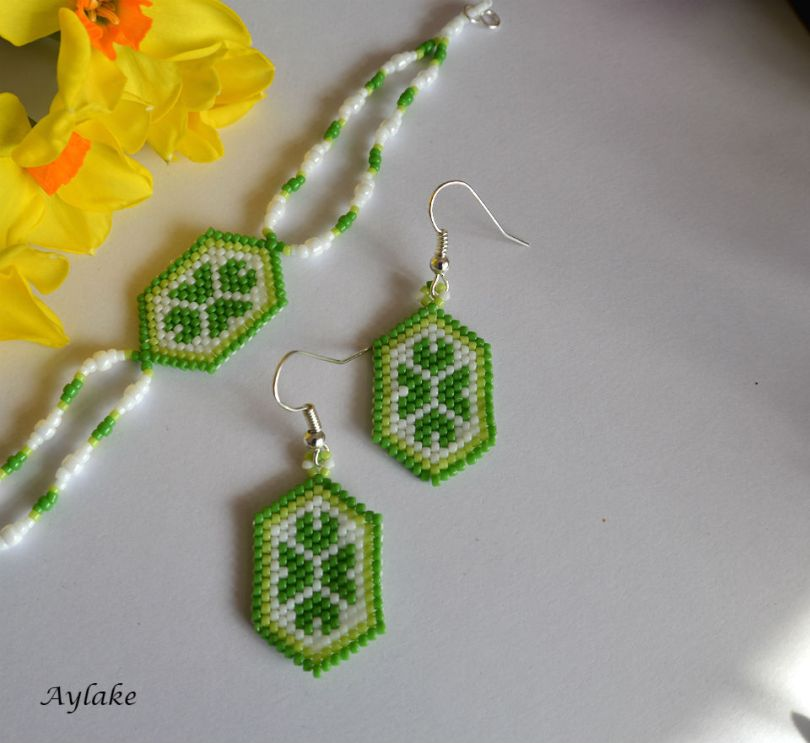 The-Endless-Spring-Charm-I'm-Not-Lucky-I'm-Blessed-Jewelry-Peyote-Tutorial-Aylake-3