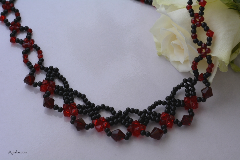Tiny-Web-Every-Beaded-Necklace-Has-Its-Own-Story-To-Tell-Black-Red-Simple-Tutorial-Aylake-1