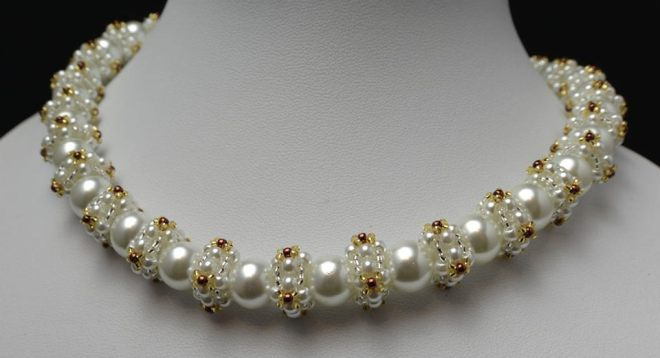 Queen-Of-Pearls-This-Pearl-Necklace-Is-Unstoppable-And-Unforgettable-Necklace-Tutorial-Aylake-1