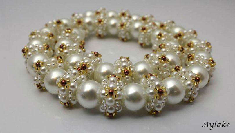 Queen-Of-Pearls-This-Pearl-Necklace-Is-Unstoppable-And-Unforgettable-Necklace-Tutorial-Aylake-3