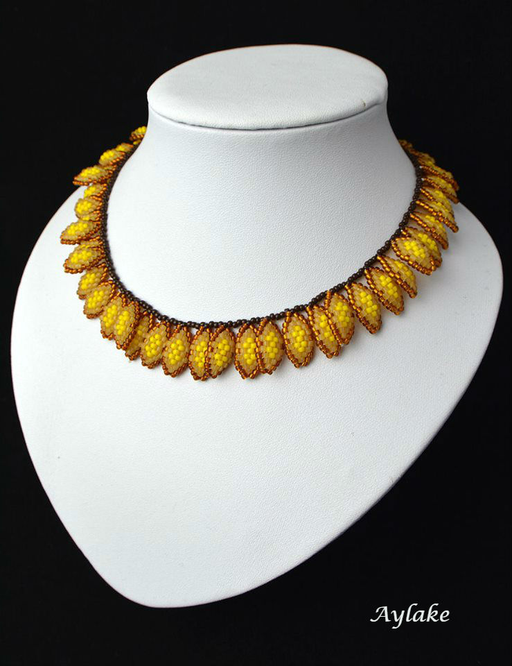 Strawflowers-This-Gorgeous-Beaded-Necklace-You-Can-Wear-All-Year-Round-Tutorial-Aylake-1